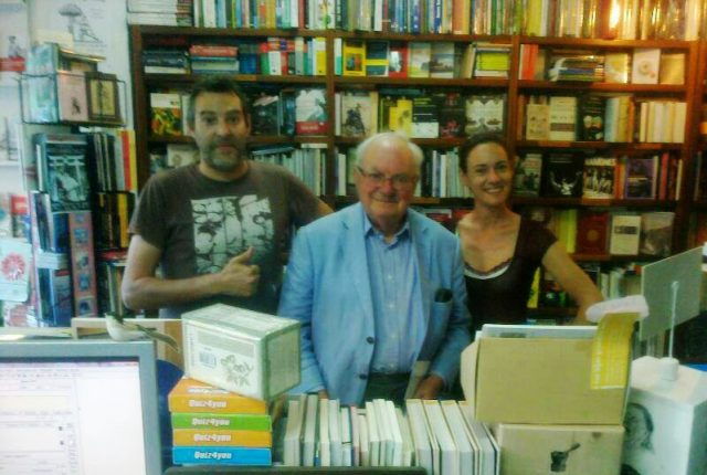 Mr. Julian Jeffs visita la Librería Agrícola