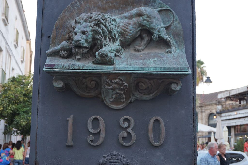 S.O.S-monumento-al-reloj-del-gallo-azul