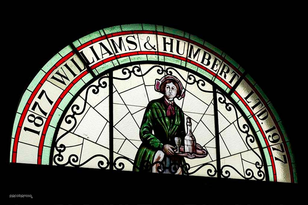 Cristalera con el logotipo de Williams & Humbert
