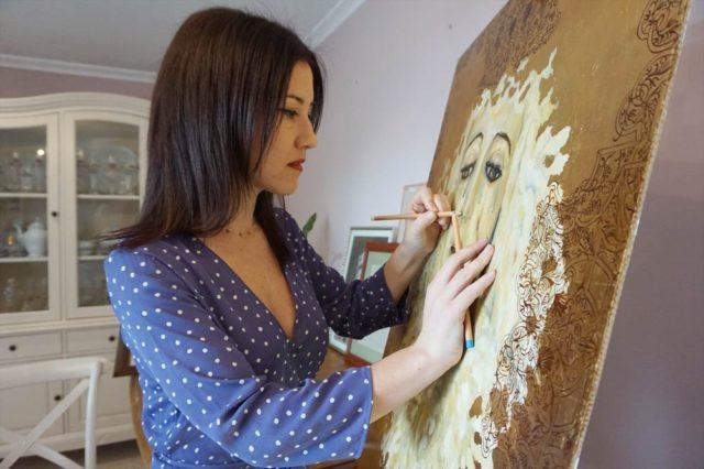 La artista plástica Inma Peña en su estudio