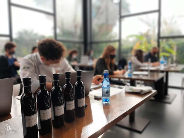 Más de 600 alumnos de toda España asisten a una formación simultánea sobre Vinagre de Jerez