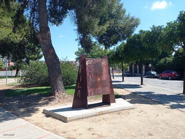 Estado actual del Monolito dedicado a George Sandeman en Jerez